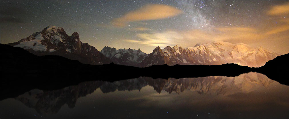 The peaks of the Mont Blanc massiv under the Milky Way